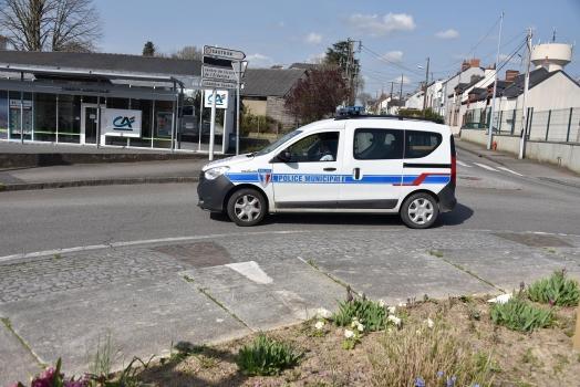 La police municipale veille au respect des gestes barrières.